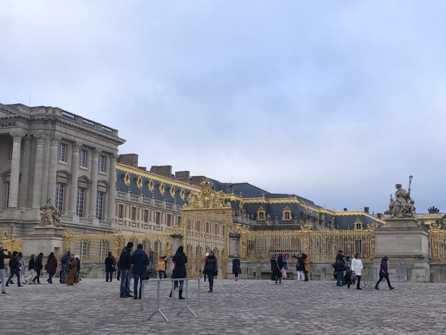 A view of the outside of the Palace of Versailles